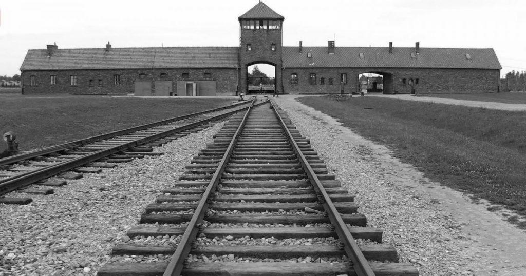 La Shoah , i campi di sterminio e i campi di concentramento
